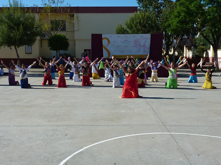 Acto inaugural: bailes del mundo y actuaciones
